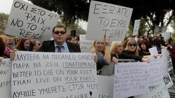 Manifestations à Nicosie contre la répression fiscale.